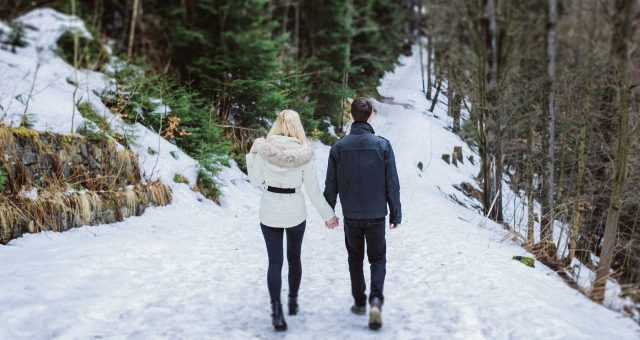 Verlobungsshooting mit Tereza und Lucas in Tschechien im Schnee