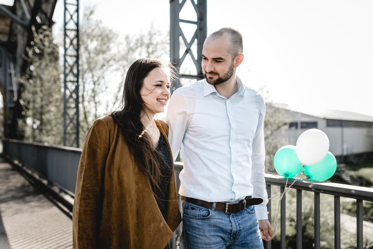 """<img src=""""Deniz_Pekdemir_Daniela_Andre_007.jpg"""" alt=""""Hochzeitsfotograf, Verlobungsbilder in Harburg an der alten Elbbrücke, Heiraten in Hamburg und Sylt"""" />"""