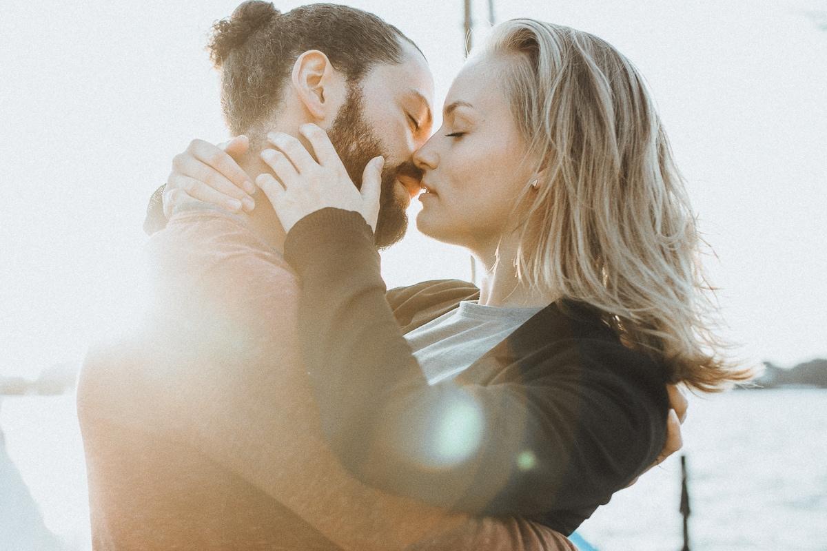 """alt=""""sunset, coupleshoot, couple, shooting, hamburg, bremen, harburg, verliebt, verlobt, natürliche fotografie, Fotografie, Fotograf, reportage, hochzeitsreportage"""""""