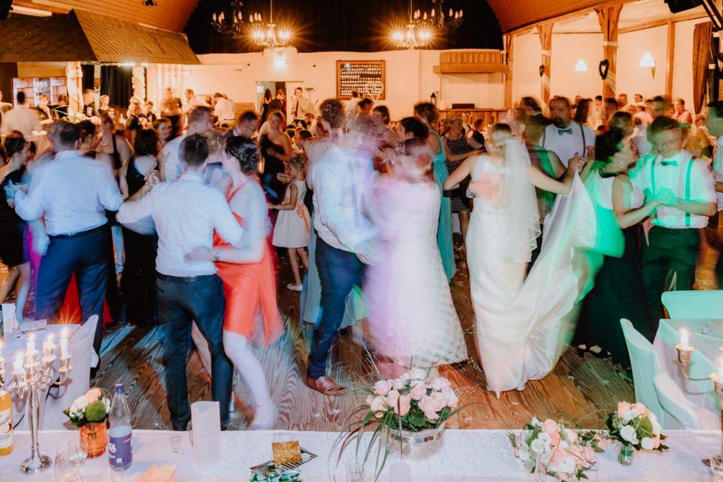 Hochzeitsreportage, Stade, Deniz Pekdemir, Deniz-Fotografie, Großenwörden, Schützenverein, Vereinshaus, Getting ready, Fotograf aus Hamburg, Stade, Sylt, Hochzeitsreportage, Kirche, Trauung