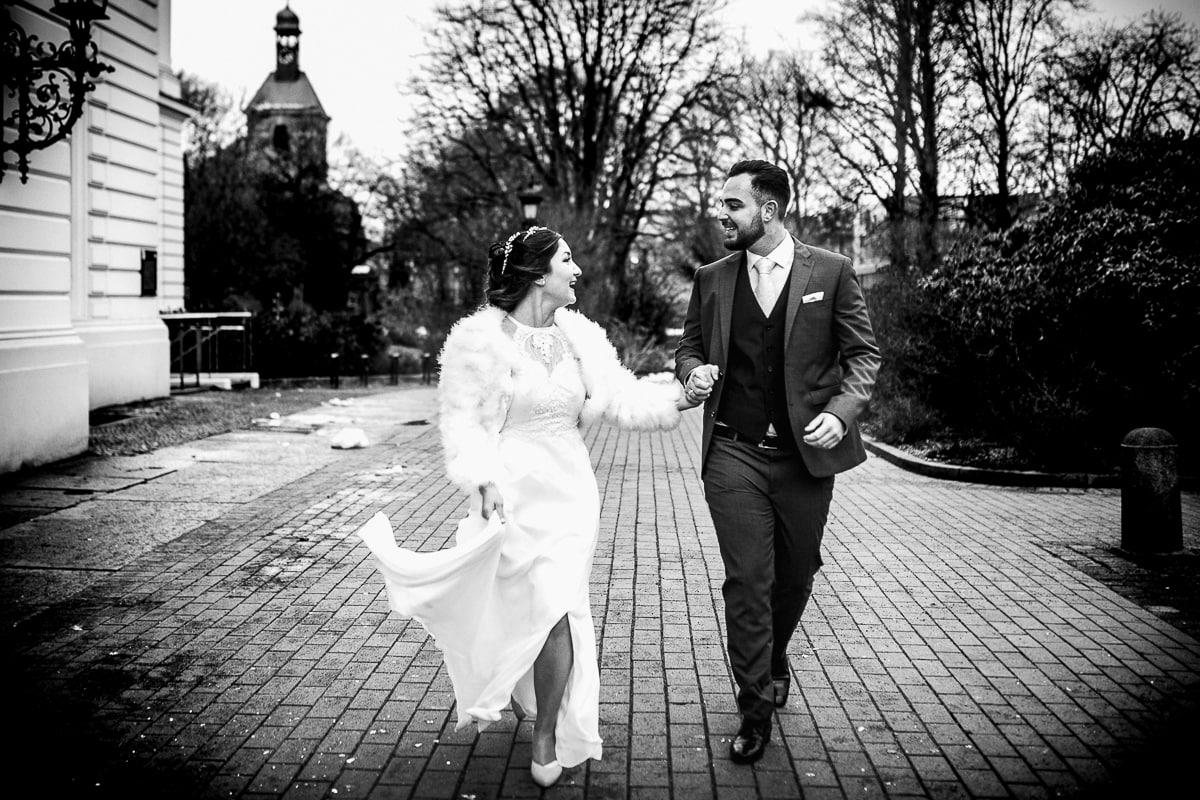 Hochzeit_Standesamt_Altona_Rathaus_Bezirksamt_Hamburg_Altonabalkon_Deniz_Pekdemir_Hochzeitsfotografin_Deinz-Fotografie_Winterhochzeits_Wintershooting