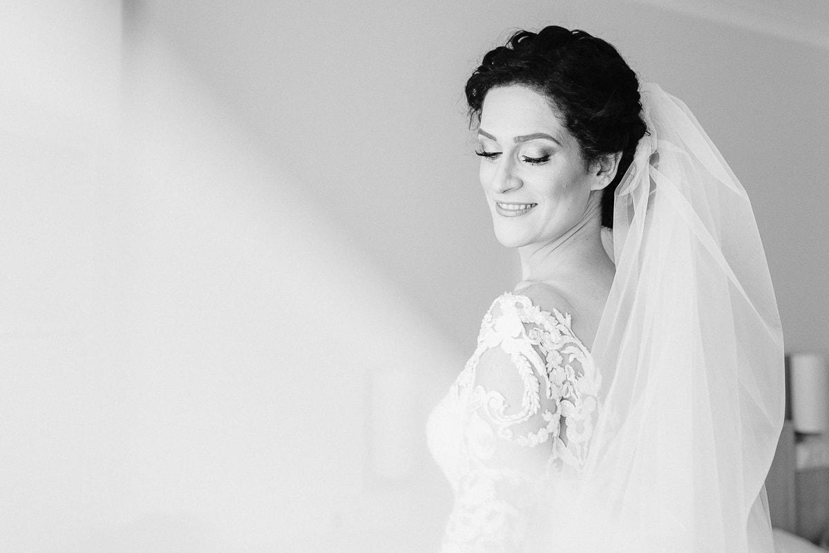 Hochzeitsfotografie_Deniz_pekdemir_Hochzeit in Kiel_Braut_Brautpaarshooting_Kiel_Hochzeitstag_Real Wedding