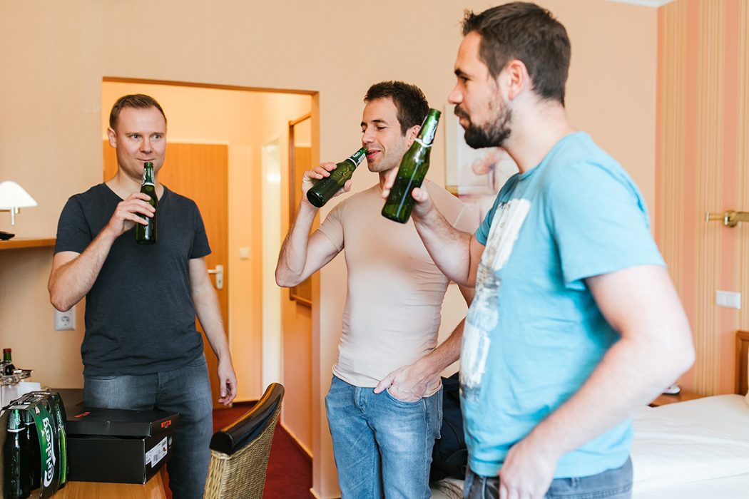 Getting Ready Bräutigam Anstoßen
