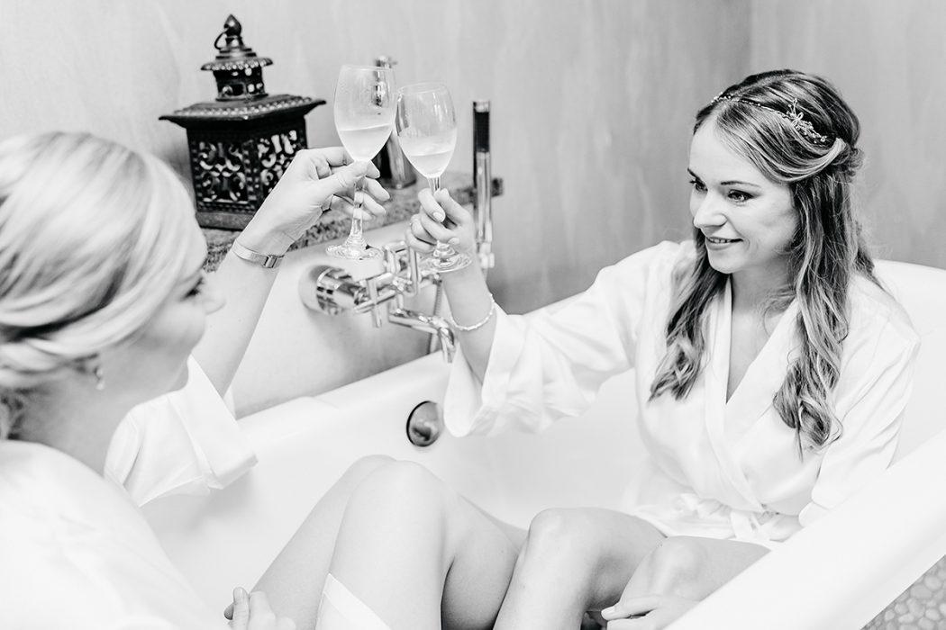 Getting Ready Braut und Trauzeugin bei Bremen