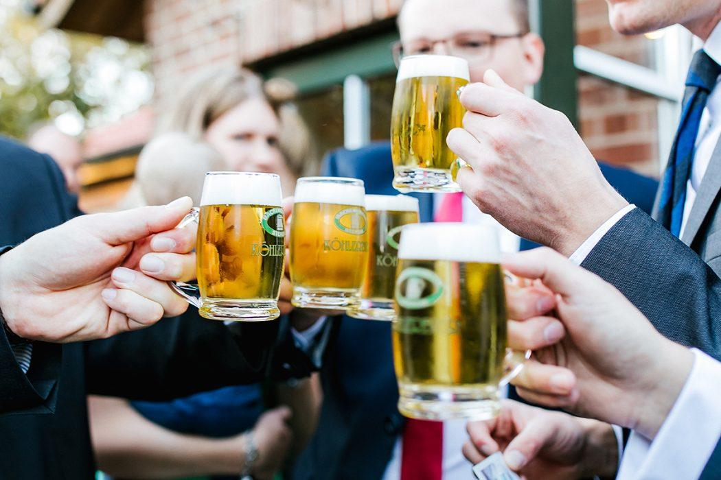 Anstoßen Bier Hamburg